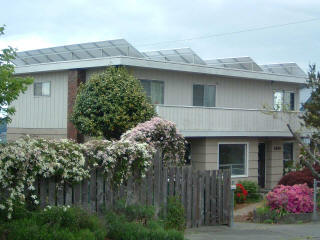 This Bremerton duplex utilizes its flat roof with full sun exposure to generate electricity for its occupants.